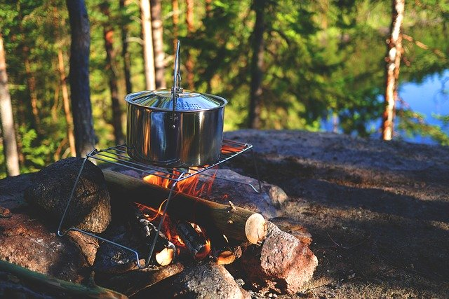 Camping Tips for Beginners campfire